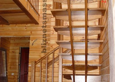 lestnica dub 400x284 - Портфолио лестницы из массива