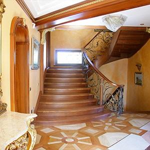 lestnica na spiralnoy tetve  1 - Элитные лестницы из массива заказать в Москве
