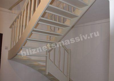 lestnica na tetvah 400x284 - Портфолио лестницы из массива