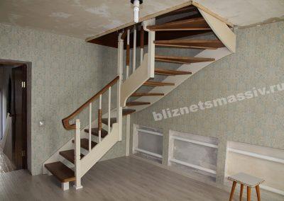 lestnica s zabezhymi stupenyami 400x284 - Портфолио лестницы из массива