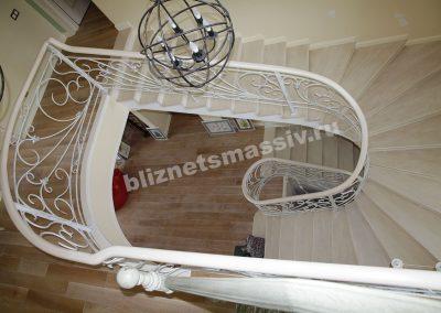 lestnica yasen 400x284 - Портфолио лестницы из массива